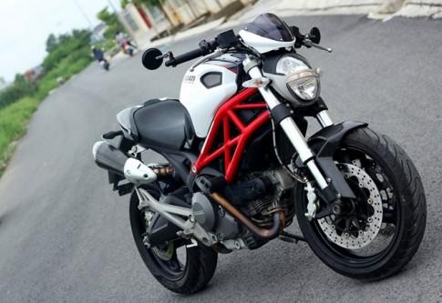 """Cùng ngắm """"sắc đẹp"""" của Ducati Monster độ hoa văn carbon ở Sài Gòn"""