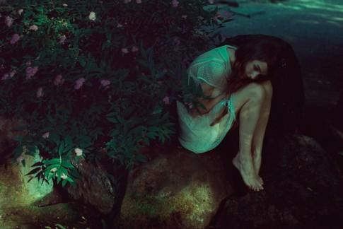 Đừng để người phụ nữ cô đơn quá lâu, đến một ngày họ sẽ không cần đến bạn nữa...