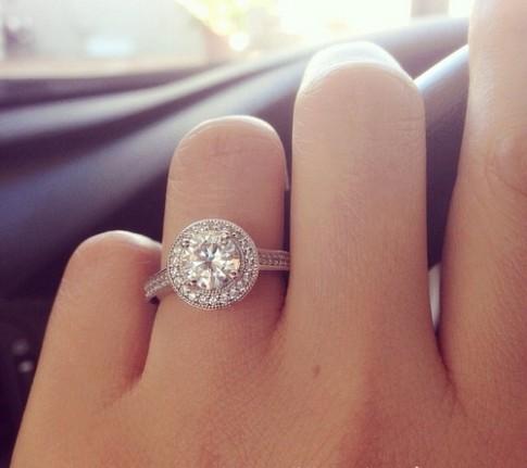 Em không muốn đeo chiếc nhẫn của người khác…