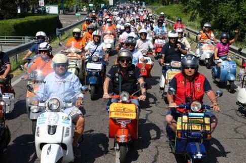 Gần 10000 chiếc Vespa tham gia lễ hội Vespa – Vespa World Days 2014