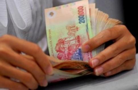 Gửi tiết kiệm bằng USD hay VND có lợi hơn?