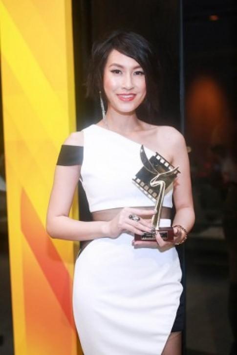 Hà Anh diện áo trong suốt mừng Kathy Uyên