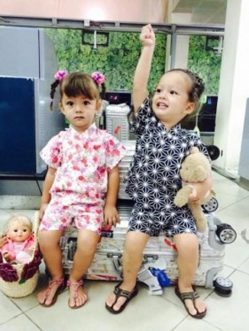 Hai con Hồng Nhung theo chân mẹ ra Hà Nội