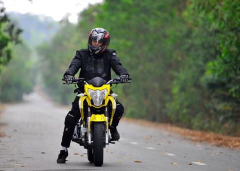 Helios 175 Moto nội địa có giá chỉ 57,6 triệu đồng.