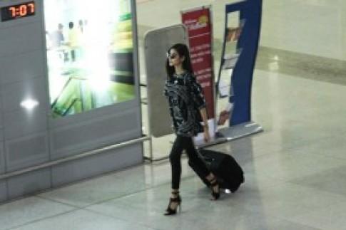 Hoàng Thùy, Huyền Trang cá tính tại sân bay