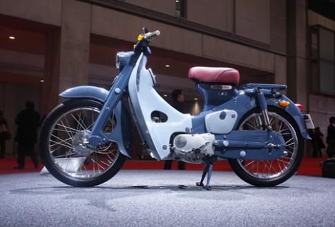 """Honda Cub C100 - """"huyền thoại"""" khoe dáng trên quê nhà"""