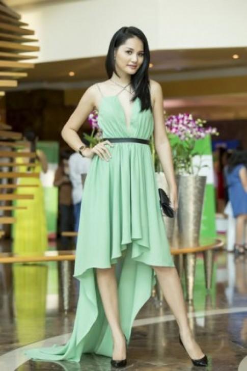 Hương Giang nữ tính trong kiểu váy mullet