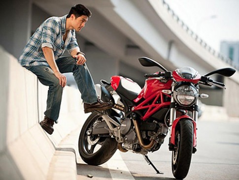 Johnny Trí Nguyễn và niềm đam mê môtô siêu khủng