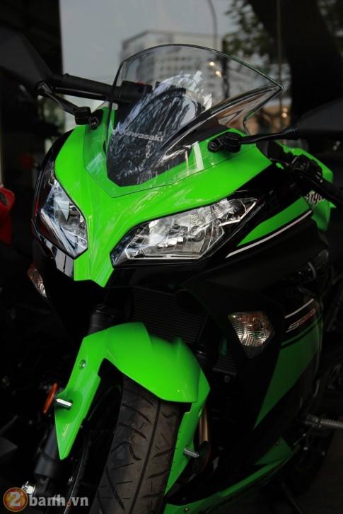Kawasaki Ninja 300 với chiếc áo xanh 'tuyệt đẹp'