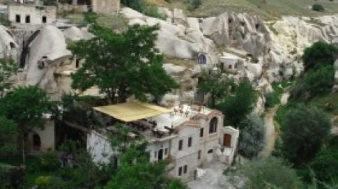 Khách sạn hang đá độc đáo nghìn tuổi