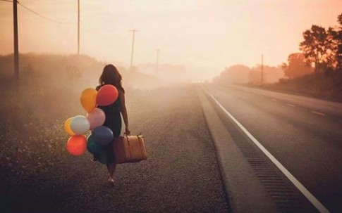 Khoảng cách giữa tớ và cậu đã quá xa rồi, tớ không muốn lại gần thêm nữa...