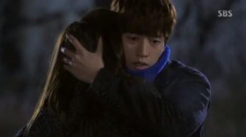 Kim Soo Hyun và Jun Ji Hyun khóa môi ngọt ngào.