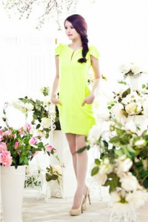 Lại Hương Thảo rực rỡ với váy áo mùa hè