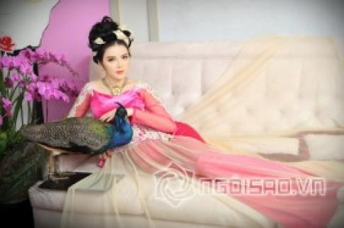 """Lý Nhã Kỳ đẹp quý phái với BST """"Màu Hoàng Gia"""" của Võ Việt Chung"""