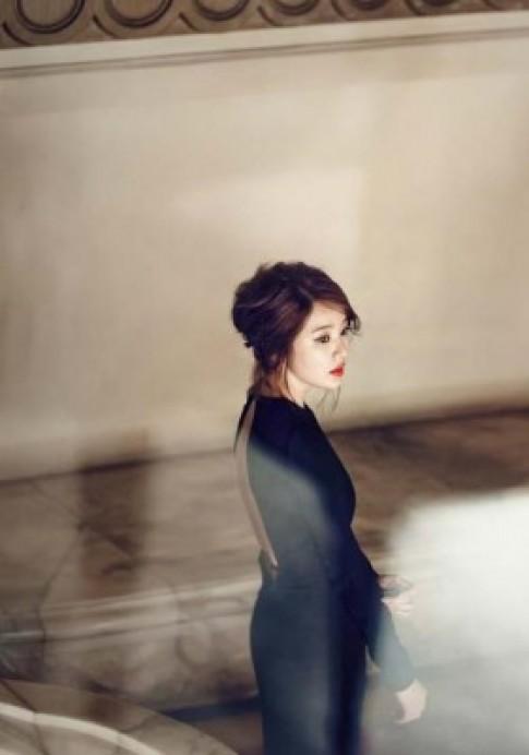 Ngắm bộ ảnh thời trang Yoon Eun Hye chụp tại Nhà hát Lớn Hà Nội