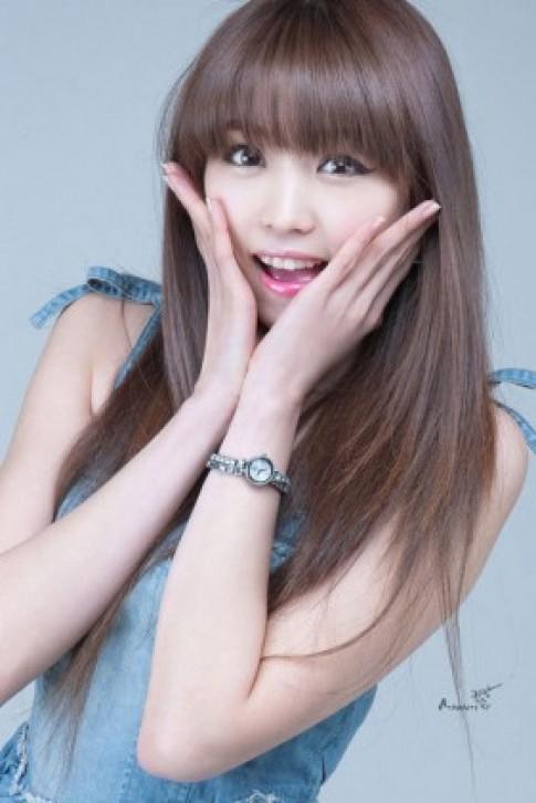 Người mẫu xe Hàn Quốc đẹp trong sáng tựa thiên thần