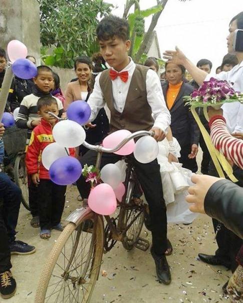 """Nhiều phương tiện rước dâu """"độc đáo"""" ở Việt Nam"""