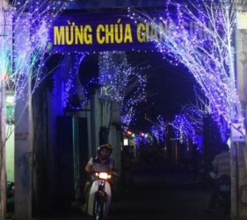 Những con hẻm ở Sài Gòn rực rỡ mùa Noel
