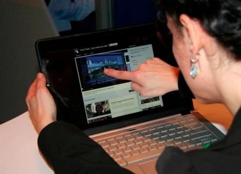 Nhung dieu can biet khi mua laptop cam ung chay Windows 81