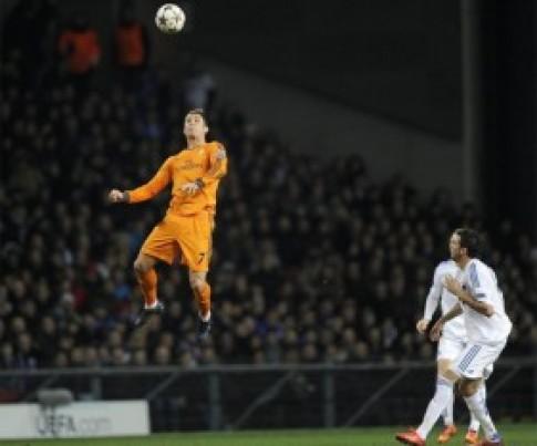 Những khoảnh khắc bay nhảy như chim của Ronaldo