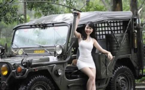 Nu Phạm 'nóng' bên Jeep