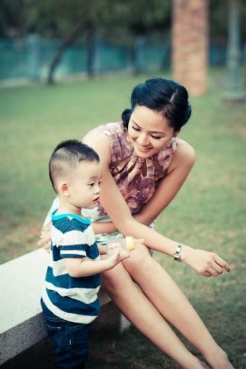 Phan Thị Lý khoe con trai nhân kỷ niệm ngày cưới