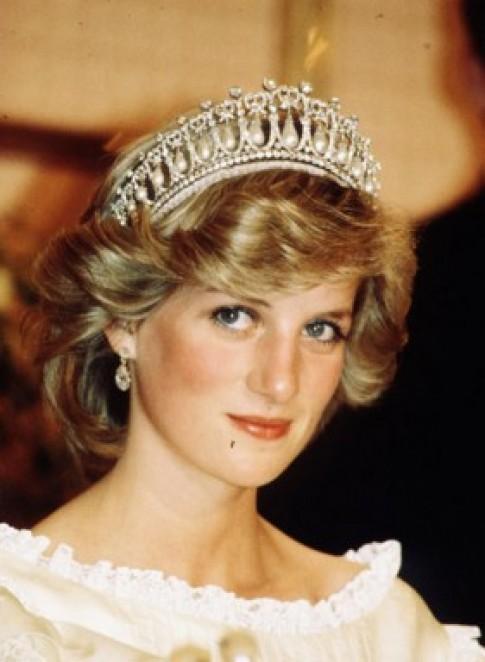 Phong cách trang điểm quyến rũ của cố công nương Diana