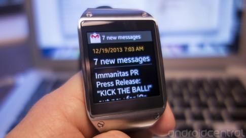 Samsung Galaxy Gear ra ban cap nhat phan mem moi
