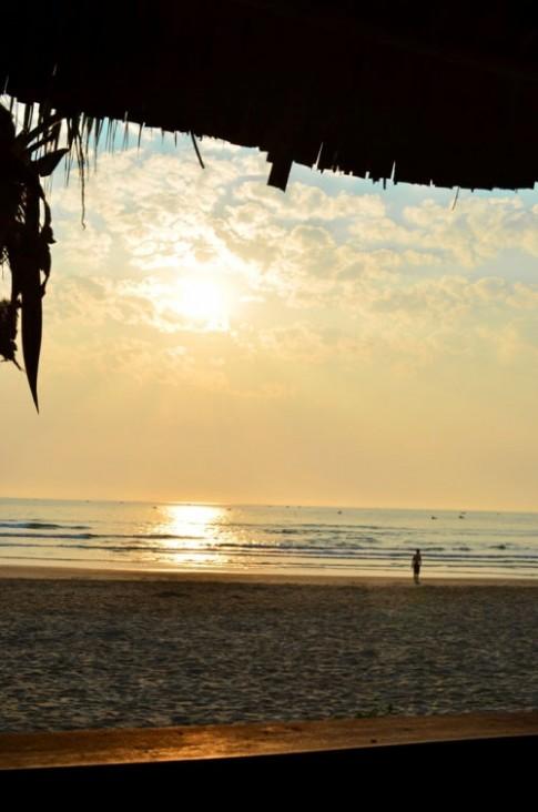 Thức dậy sớm hơn để ngắm bình minh trên biển Đà Nẵng