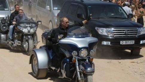 Tổng thống Putin và sở thích tự lái xe
