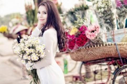 Tra Ngoc Hang diu dang trong mua cuc hoa mi