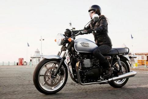Triumph trình làng 10 mẫu môtô ở Ấn Độ