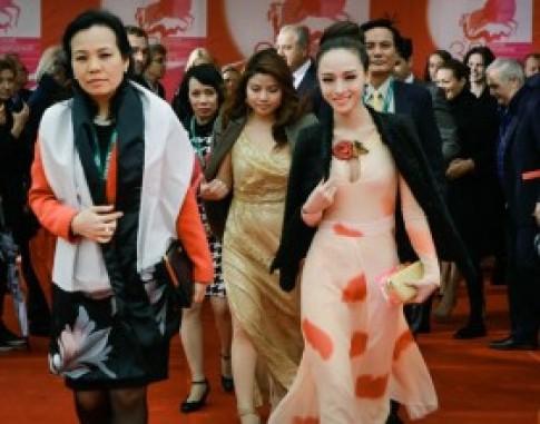 Trương Hồ Phương Nga tinh tế trên thảm đỏ