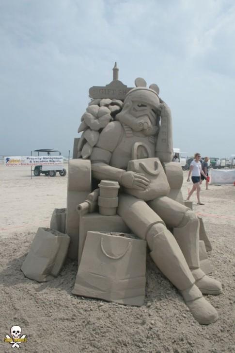 Tượng điêu khắc bằng cát độc đáo bên bãi biển