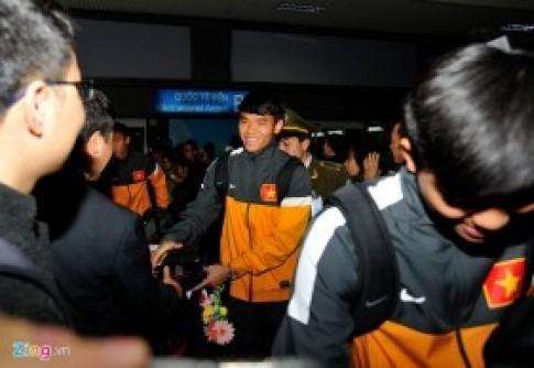 U23 Việt Nam mệt mỏi ở sân bay Nội Bài