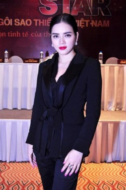 Váy áo đẹp quý phái của Lý Nhã Kỳ ở Fashion Star