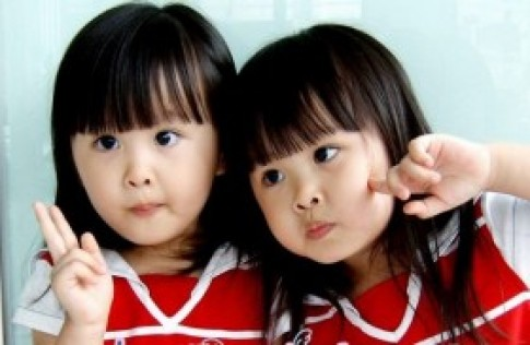 Vẻ đẹp của hai chị em sinh đôi xứ Đài gây sốt