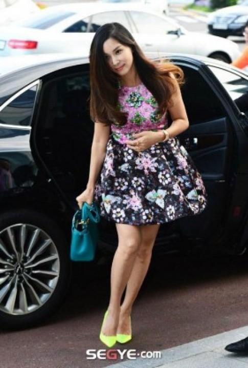 Vợ Jang Dong Gun thon gọn sau sinh