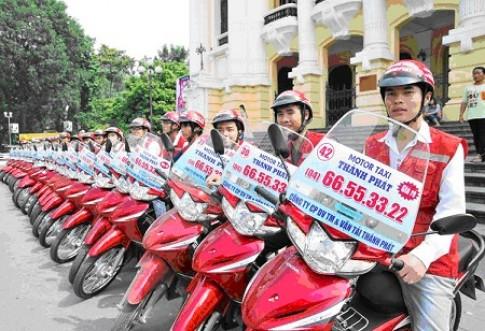 """Xe ôm ở Hà Nội được gọi """"taxi"""" mui trần"""