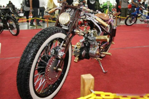 Xe tự chế giành giải vô địch Chopper Cub ở Indonesia
