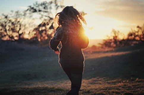 Xin hạnh phúc đừng chạy quá xa…