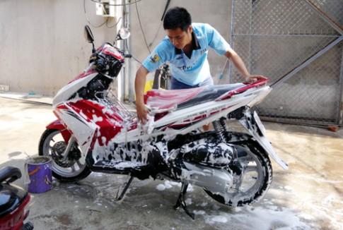 """Bắc Giang: Độc đáo """"đội rửa xe thanh niên"""""""