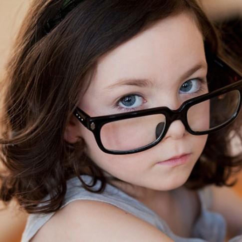 Bảo vệ mắt cho trẻ khi bước vào năm học mới.