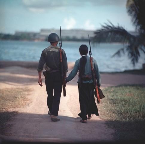 """Bộ ảnh miền Bắc Việt Nam trước 1975: Sống lại một """"Thời hoa đỏ"""""""