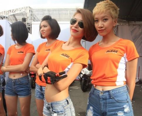 Bóng hồng khoe sắc tại lễ hội mô tô Việt Nam
