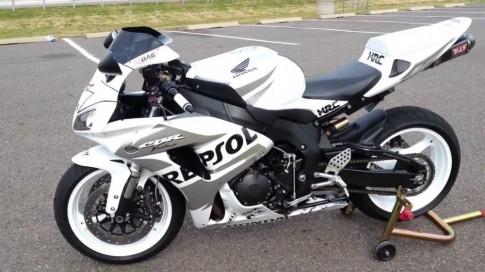 CBR 1000RR Repsol được tắm trắng