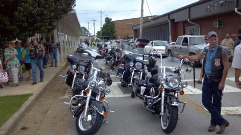Chinh phuc hanh trinh caravan bang xe Harley Davidson tren dat My