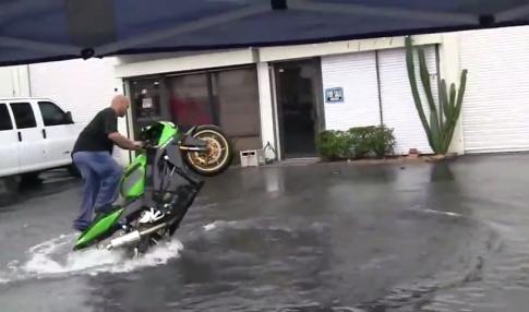 [Clip] Đỉnh cao của rửa xe moto pkl