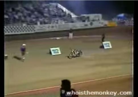 [Clip] Xe đua chạy cứ như bị ma nhập