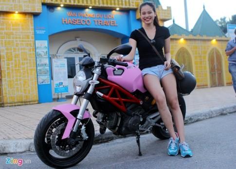Cô gái sở hữu Ducati 795 màu hồng với ước mơ làm bếp trưởng
